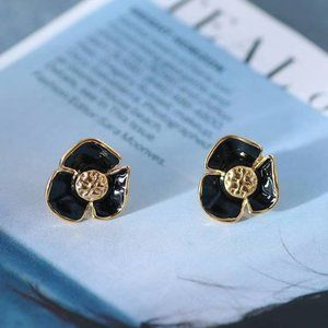 🎁NWT Tory Burch Camellia Enamel Earrings